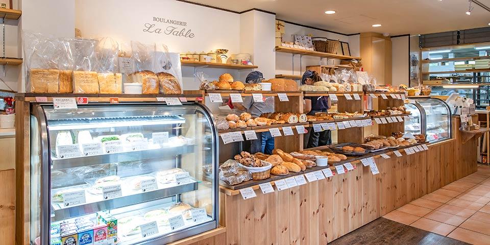 パンの販売・陳列・調理補助(ラ・ターブル)